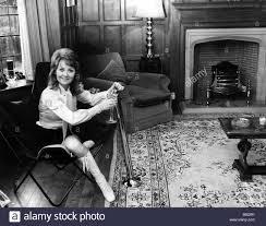 Lulu cantante che ha avuto successi negli anni Sessanta con tali canzoni  come Shout ha anche sposato Maurice Gibb da i Bee Gees ma poiché lei ha  divorziato è raffigurato nella sua