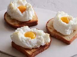 Kue yang satu ini selalu muncul di moment perayaan besar. 10 Kreasi Makanan Dari Telur Ini Bisa Jadi Hidangan Lezat Nan Variatif Di Rumah