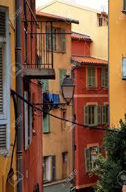 Bunte Häuser Mit Grünen Fensterläden In Der Altstadt Von Nizza