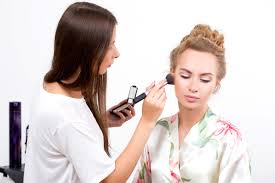 benefits of being a makeup artist and working as a freelance makeup artist