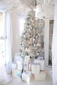 White And Gold Decor White And Gold Christmas Decorating Ideas