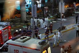 تركيا - مقتل وجرح العشرات في هجمات انتحارية على مطار أتاتورك