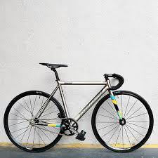 The googles tells me tsunami bikes is a small builder in arizona specializing in aluminum frames. Tsunami Fixed Gear Sepeda