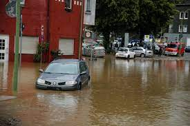 One dead, hundreds evacuated in German ...