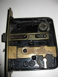 picture of note that there are many kinds of locks