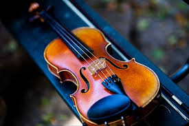 Pada umumnya, alat musik yang membunyikan melodi pada suatu lagu. 6 Alat Musik Harmonis Yang Perlu Diketahui Bukareview