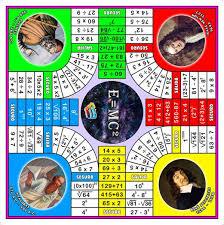 El adictivo juego de cartas matemático portátil mathable® quattro estimula y refuerza las habilidades matemáticas e incluso la risa de cada jugador. Parques Matematico