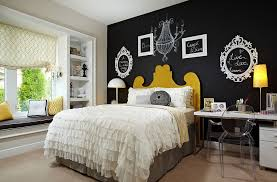 empty picture frames and chalkboard paint create a vibrant accent wall in the bedroom design
