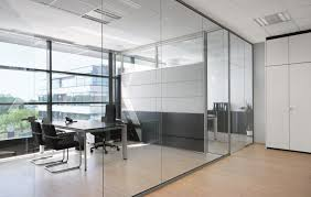 the system of internal frameless glass walls it is a system of glass partition walls for spaces that require greater acoustic insulation