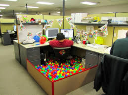 Cubicle Decorations For Birthday Wonderful How To Decorate Your Cubicle Modern Office Cubicles