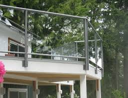 aluminum deck railing with glass panels