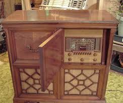 Magnavox console radio