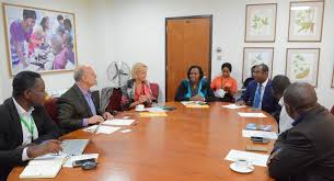 picture of roundtable discussion among representatives of world food programme and iita management