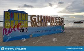 PATTAYA, TAILANDIA - 8 GIUGNO 2019: Segno Del Record Del Mondo 2019 Di  Guinness Della Corsa Della Spiaggia Del Bikini Di Pattaya Fotografia  Editoriale - Immagine di gruppo, spiaggia: 149998731