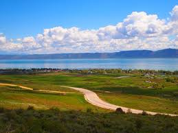 garden city sits right on the banks of one of utah s most gorgeous lakes bear lake