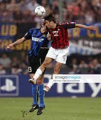 Marco Materazzi (li , Inter) gegen Rui Costa (Milan)