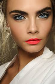 perfect summer night out make up look super model cara delevingne with a natural skin