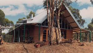 rammed earth in a tropical setting at broome wa wide verandahs interesting pillars and design for cross flow ventilation to capture any breeze make this