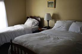 The Grafton Inn: Room 5 - One Double bed, one Twin bed, private