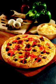 mejores ideas sobre domino s pizza hours en rainy day during lunch hour too lazy to head out a domino s cheeseburger pizza