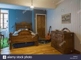 Blaues Schlafzimmer Mit Antiken 34 Antike Holzrahmen Bett Und