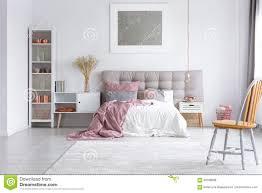 Orange Stuhl Im Hellen Schlafzimmer Stockfoto Bild Von Hotel