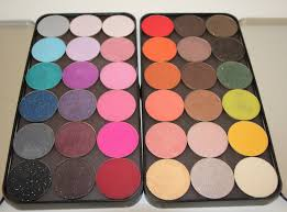 opening these palettes instantly gives you the wow factor the mix of textures and the vibrancy of the pigments draws you in and makes you want to grab your