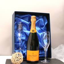 veuve clic chagne gift set with