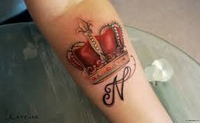 красная корона и буква N добавлено галина карелина