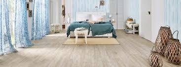 Fußbodenheizungen sind flächenheizungen, die mit hilfe von heizelementen unter der bodenfläche den boden selbst und durch die strahlungswärme die darüber liegenden räume erwärmen. Schlafzimmer Bodenbelage Bettumrandungen Teppiche Vinyl Laminat Alle Geeigneten Produkte Bei Teppichscheune De