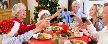 Bisogna rassegnarsi a un Natale senza i nonni a tavola, dice Pregliasco