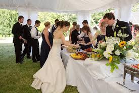 3 نصائح لبوفية حفل زفاف مميز وساحر لكل عروس