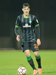 He made 38 appearances for the club last season, notching up two goals and six assists. Das Ist Werder Profi Maximilian Eggestein Weser Kurier