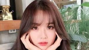 Berikut ini inspirasi potongan rambut bergelombang ala perempuan korea untuk pemilik wajah bulat. Ingin Wajah Bulatmu Terlihat Lebih Tirus Ini 6 Model Rambut Yang Cocok Untukmu
