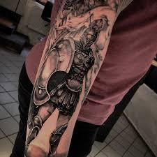 татуировка спартанца на предплечье мужчины фото рисунки эскизы