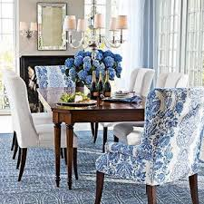 like the pop of color at the ends of table color also incorporated in ds rug