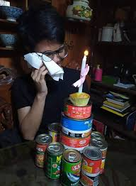 I know it is difficult not being able to admire the top of your cake because of all the candles, especially because of your failing eyesight. People Are Having Birthday Parties In Quarantine And Here Are 30 Of The Funniest Pics Bored Panda