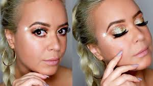 gold glitter chic makeup look how to put on eye makeup for