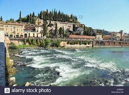 Etsch, Castel San Pietro, Verona. Saint Peter's Hill - Colle San Pietro  Stockfotografie - Alamy