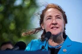 The harassment scandal that took down Rep. Elizabeth Esty, explained - Vox