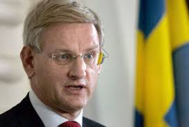 """... ayaa soo bandhigay qoraal sir ah oo uu safiirka maraykanka u fadhiya Sweden ku tilmaamay Wasiirka Arimaha dibada Sweden Carl Bildt """"Ey awood dhexe leh"""". - carl-bildt"""