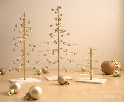Wire Christmas Trees by scratchandstitch.com