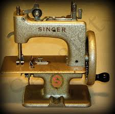 Singer Sewhandy Model 20 Sewing Machine