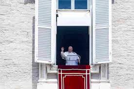 Papa Francesco ricoverato al Gemelli: si è operato per stenosi diverticolare  del colon, sta bene
