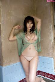 Mikie Hara Photo Gallery 100 Pics 100.