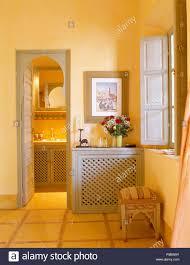 Bild Oben Einbauschrank Mit Grauen Eckappliken Türen Bside Eingang