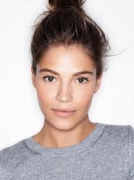 photo henry leutwyler we ve seen it everywhere from runways to magazine covers the no makeup makeup look the concept is simple makeup that plements