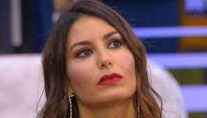 Elisabetta Gregoraci trattiene a stento le lacrime: