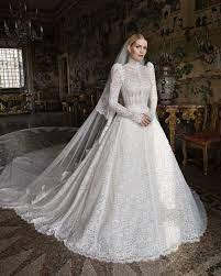الكشف عن فستان زفاف كيتي سبنسر ابنة أخ الليدي ديانا المُصمَّم على طراز  الأميرة (صور)