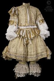 best ideas about louis xiv french architecture louis xiv style late 1600 s costume description jerkin pale yellow silk lace applications gold